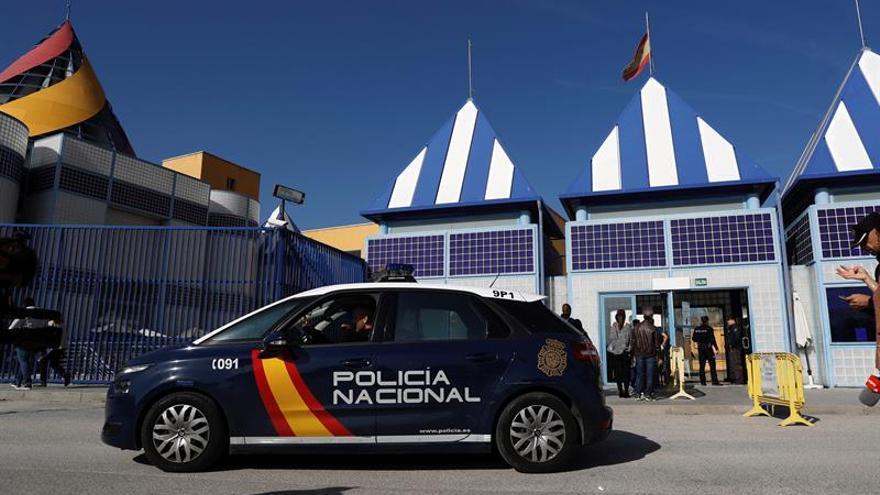 Juzgan a dos policías por supuesta agresión a inmigrante de CIE de Madrid