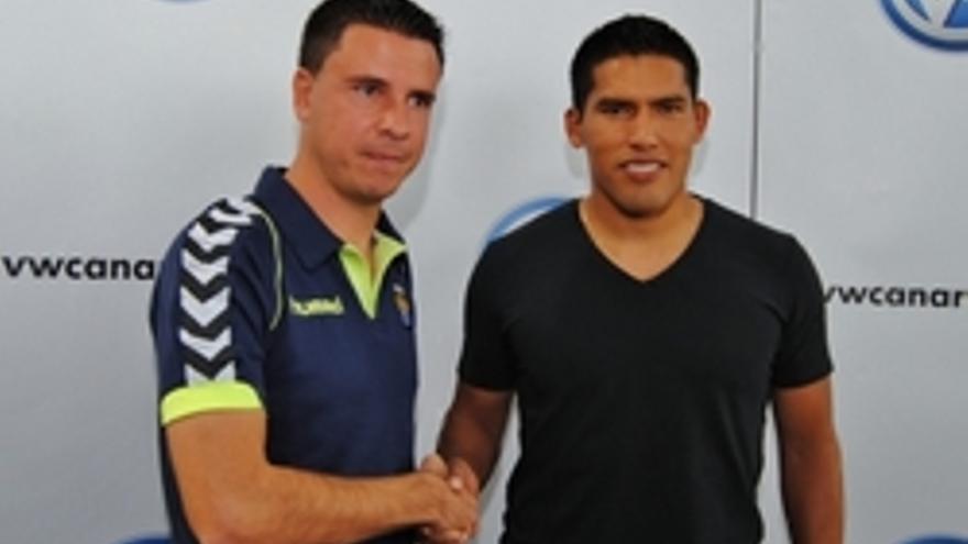 Sergio Lobera junto a Andy Pando.