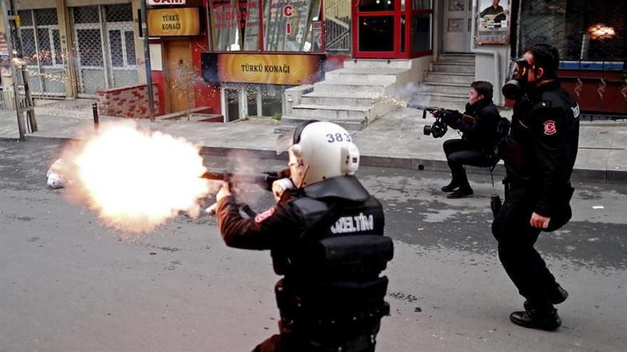 Al menos 11 detenidos en Turquía en una protesta contra purgas universitarias