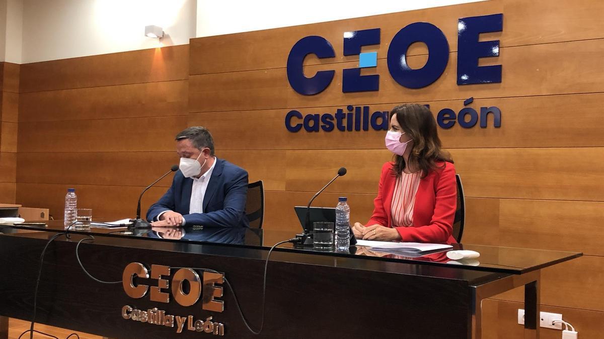 Ana Carlota Amigo ofrece una rueda de prensa en la sede de CEOE Castilla y León antes de asistir a la asamblea de Conferco.