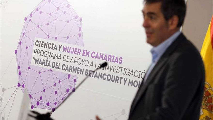 El presidente del Gobierno de Canarias, Fernando Clavijo, presentó hoy el programa de apoyo a la investigación 'María del Carmen de Betancourt'.