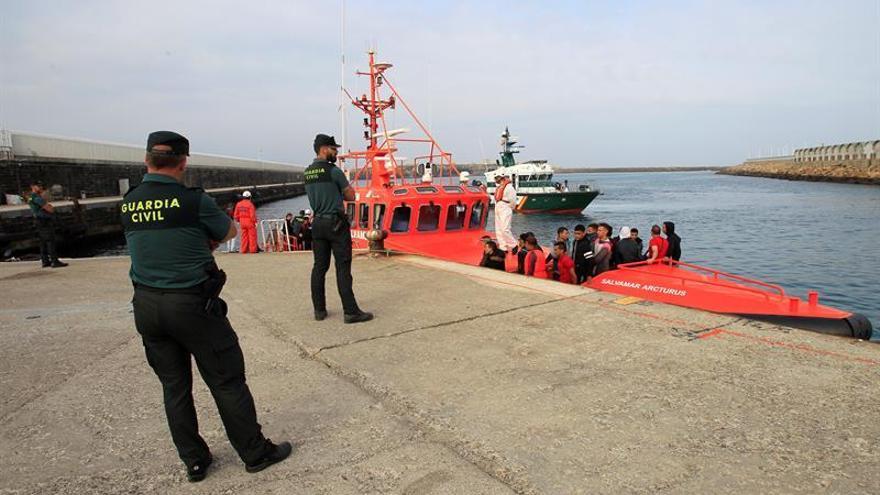 Rescatan a 245 inmigrantes en diez pateras en aguas del Estrecho