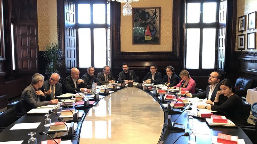 El Parlament sigue tramitando la ley para investir a Puigdemont a distancia