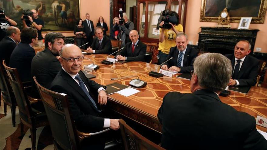 Los Gobiernos central y vasco firman el preacuerdo de la Ley del Cupo 2017-2021