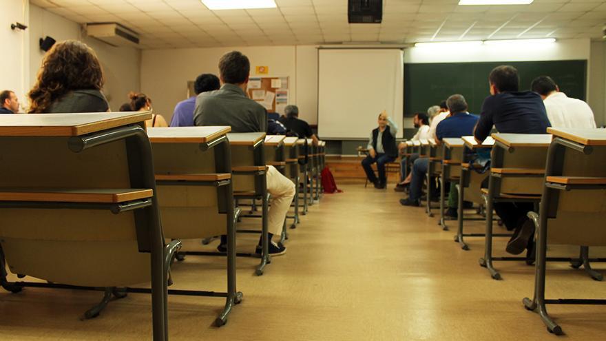 Asamblea de profesores universitarios en Sevilla. / JUAN MIGUEL BAQUERO