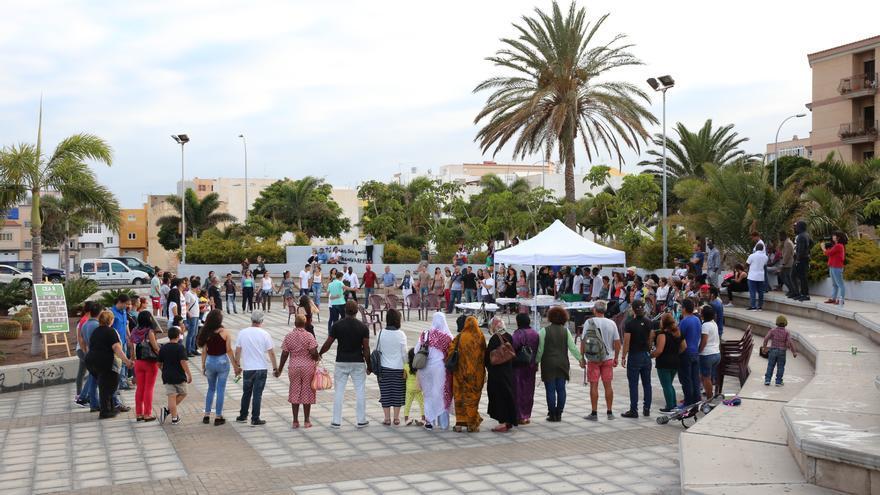 Acto organizado por CEAR Canarias en el Patio de la Culturas frente al CEMI de Vecindario (Gran Canaria) para conmemorar el Día del Refugiado.