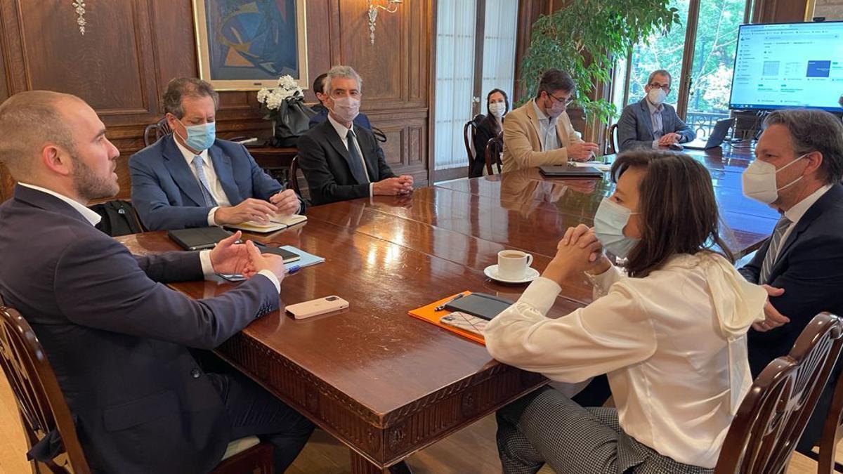 Guzmán y Pesce en la reunión de trabajo con el staff del FMI en Washington