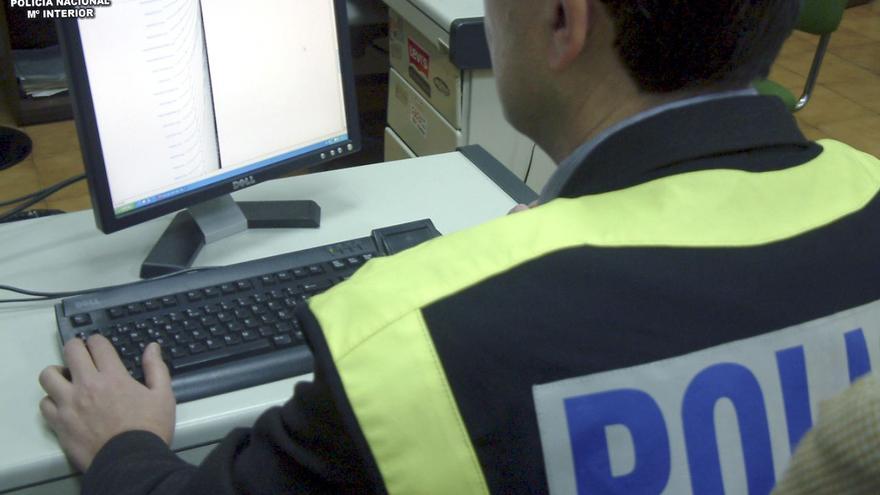 Interior expulsa a un agente por utilizar recursos policiales para espiar y acosar a su exmujer