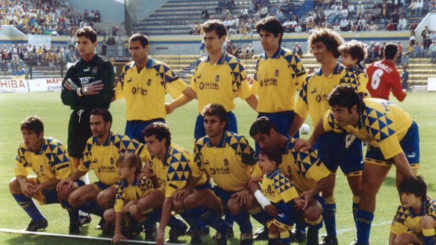 La UD Las Palmas de 1996/97 en el Estadio Insular. De izquierda a derecha. Arriba:Lampón, Manuel Pablo, Simonato, Valerón, Walter Pico y Turu Flores, Abajo: Orlando, Eloy, Eleder, Paquito y Victor.