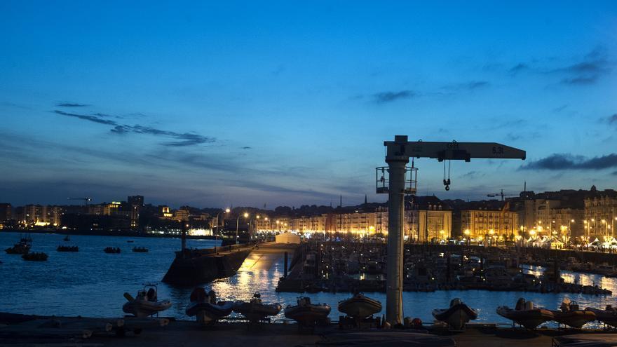 Vista noctura del paseo marítimo de Santander. | Foto: JOAQUÍN GÓMEZ SASTRE
