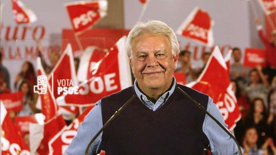 Felipe González apuesta por un Gobierno PP y C's con la abstención del PSOE