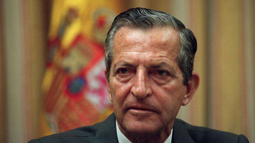 Adolfo Suárez, en la presentación de un libro de Juan María Bandrés en 1998. Foto: Barriopedro/Efe.