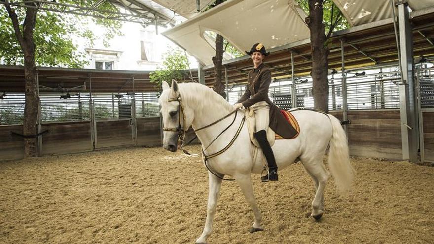 La Escuela Española de Equitación de Viena presenta a su primera amazona