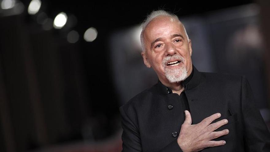 """Paulo Coelho relata su vida como un """"hippie"""" en su libro más autobiográfico"""