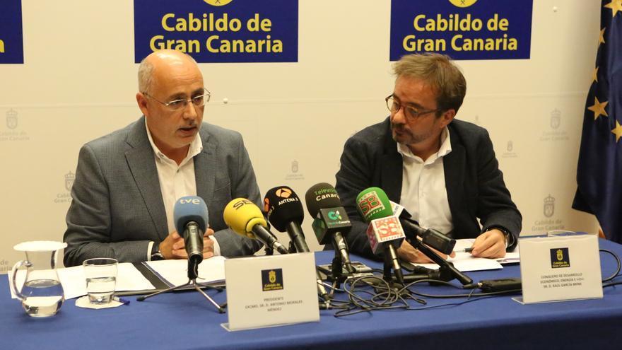 El presidente del Cabildo de Gran Canaria, Antonio Morales y el consejero insular de Energía, Raúl García Brink.