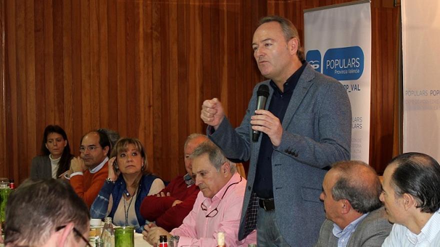 Imagen de Fabra durante la intervención en el almuerzo