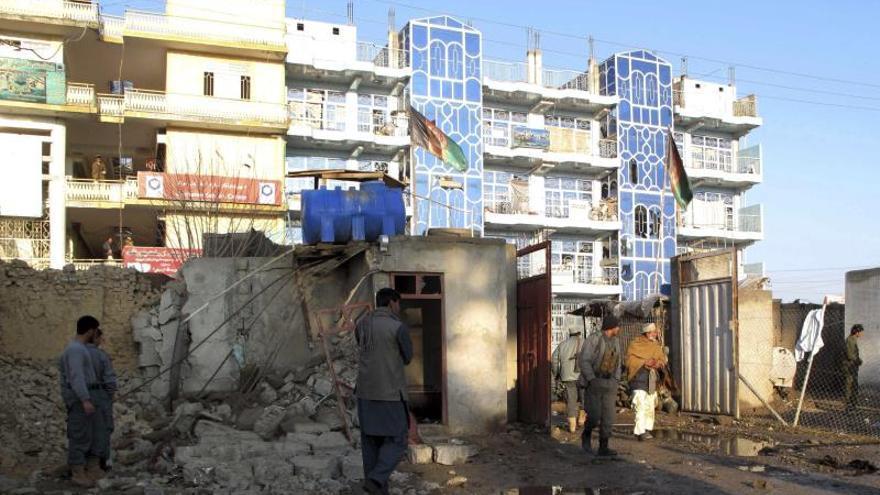 Un suicida hace estallar una carga explosiva en un hotel de Kabul