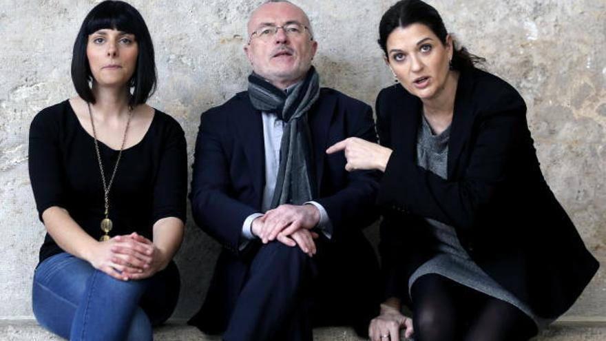 Sandra Mínguez, Antonio Montiel y Fabiola Meco, antes de un acto de Podemos en la Universidad de Valencia.