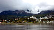 Vista de la ciudad de Ushuaia desde el Canal Beagle. VIAJAR AHORA