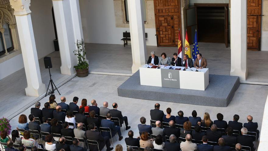 Una imagen de la firma del pacto en el Palacio de Fuensalida