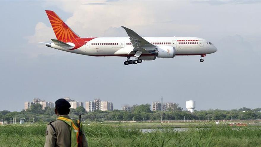 La aerolínea estatal india efectúa el vuelo más largo operado sólo por mujeres