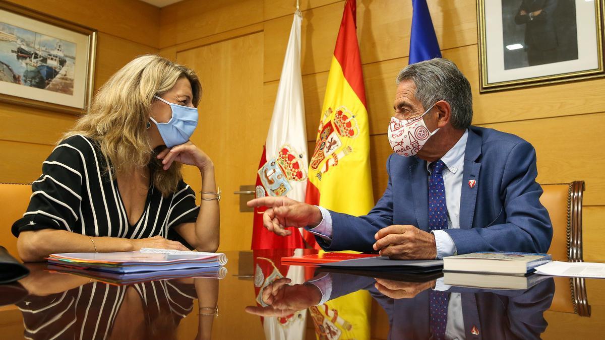 La ministra Yolanda Díaz ha mantenido un encuentro este lunes con el presidente cántabro Miguel Ángel Revilla.