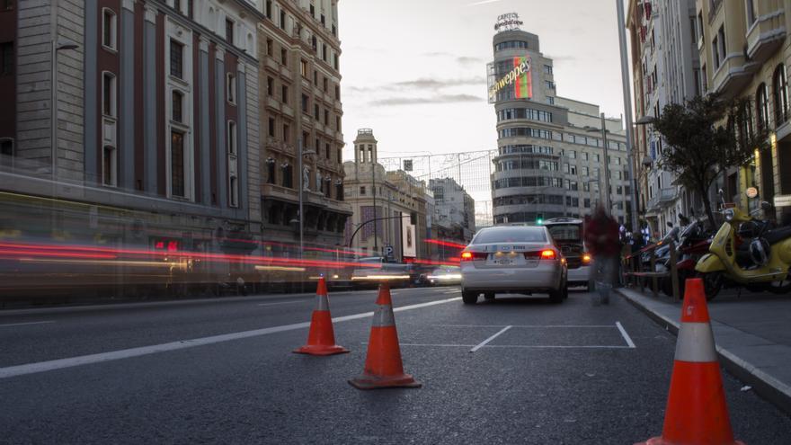 La Gran Vía de Madrid este viernes tras el cierre al tráfico.