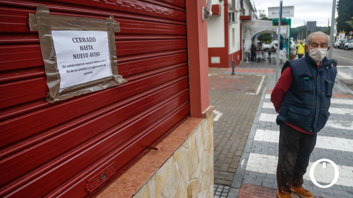 Un comercio cerrado en Cerro Muriano.