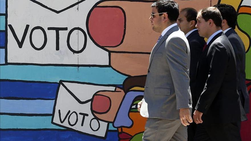 Los candidatos presidenciales apuran la campaña en busca de los últimos votos