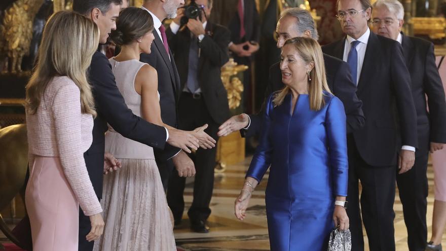 Confusión en la línea de saludos en Palacio Real durante la primera Fiesta Nacional con Pedro Sánchez como presidente