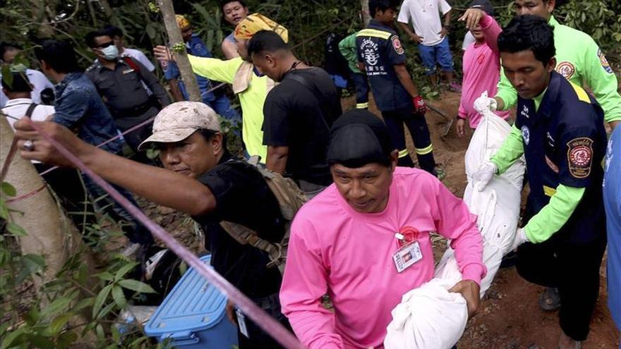 Encuentran otras 30 tumbas con supuestos restos de inmigrantes en Tailandia