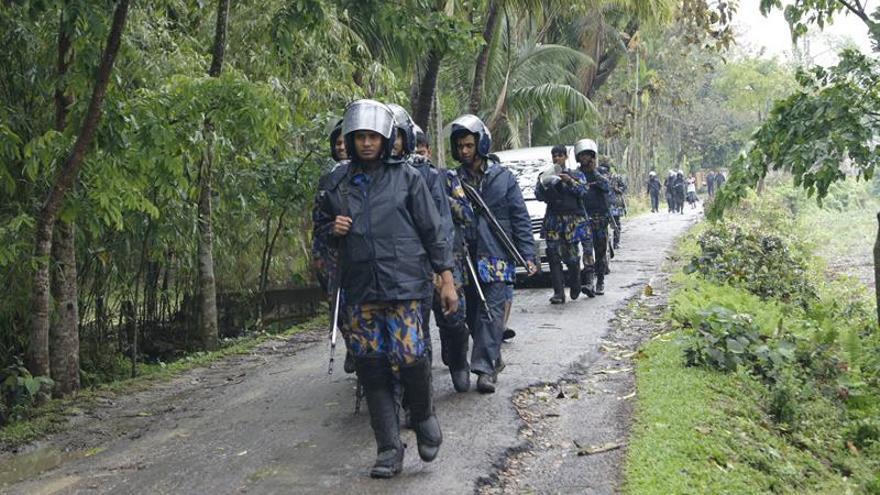 Al menos 7 insurgentes muertos en una operación policial a un edificio en Bangladesh