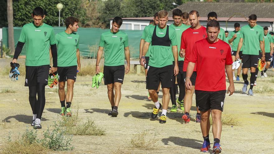 Carrión y los jugadores del Córdoba, en la Ciudad Deportiva | ÁLEX GALLEGOS