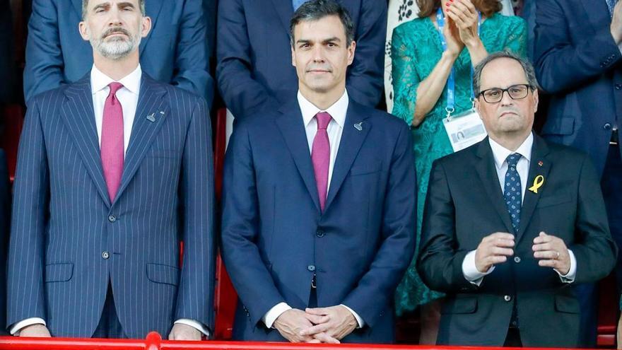 El rey Felipe VI, Pedro Sánchez y Quim Torra, en la Inauguración de los Juegos del Mediterráneo.