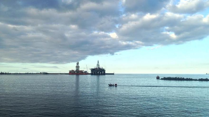 Plataformas petrolíferas en el Puerto de La Luz y de Las Palmas.