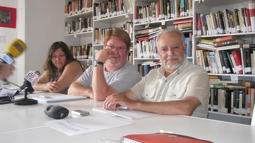 Julio Anguita junto a miembros de la Mesa Estatal de Frente Cívico Somos Mayoría.