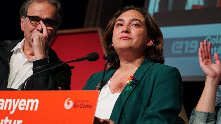 Ada Colau, visiblemente emocionada, tras saberse los resultados electorales