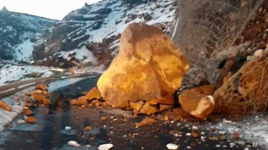 Cerrada la carretera entre el Pico de la Nieve y El Roque por un desprendimiento