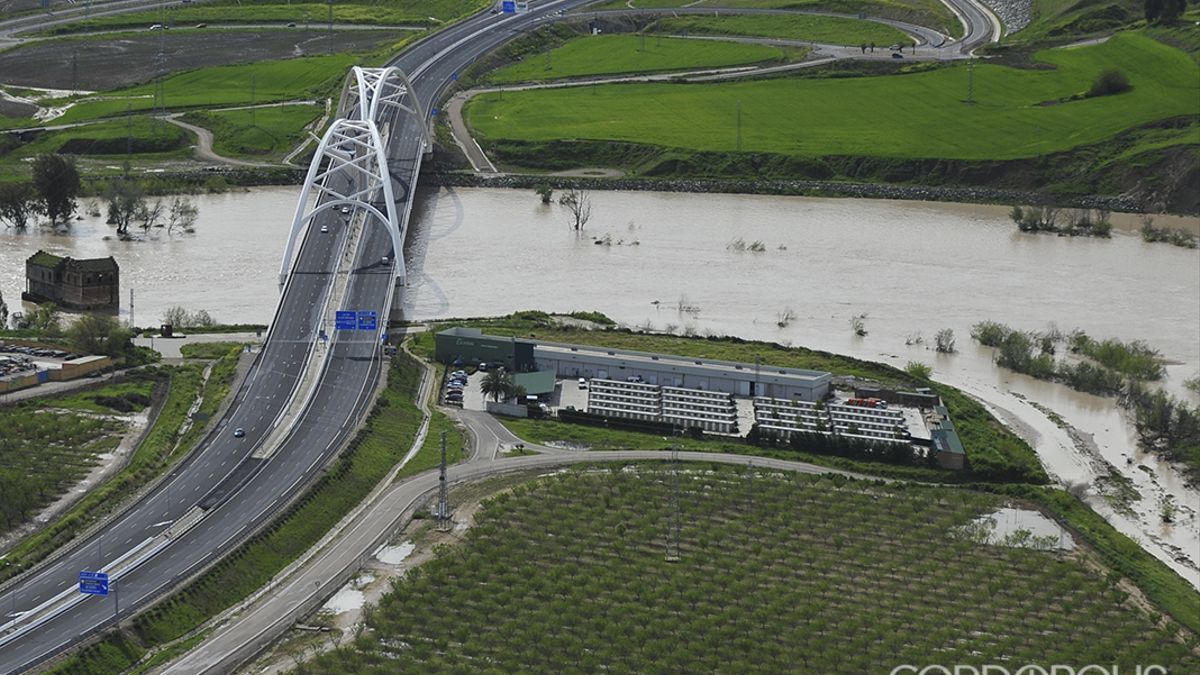 Vista aérea del puente de Ibn Firnás, primera fase de la Variante Oeste   TONI BLANCO