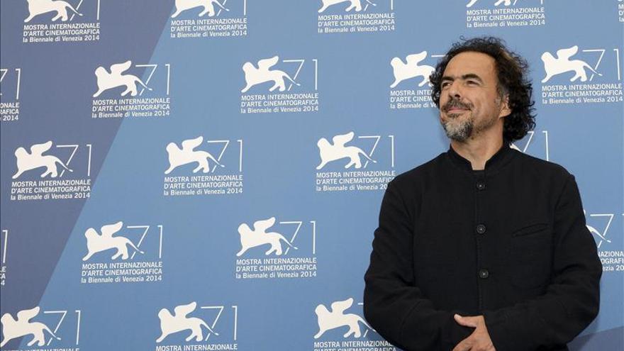 """Iñárritu brinda con tequila por """"Birdman"""" en la alfombra roja de los Óscar"""