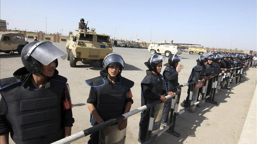 Mubarak llega al tribunal para volver a ser juzgado por la muerte de manifestantes