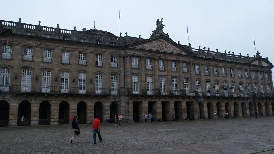 El PP se sitúa en Santiago como primera fuerza y Compostela Aberta irrumpe con cinco ediles en tercer lugar