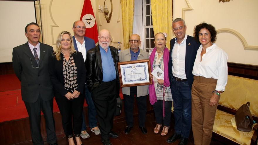 Manuel González Plata tras recibir el 'Premio al Mérito'.