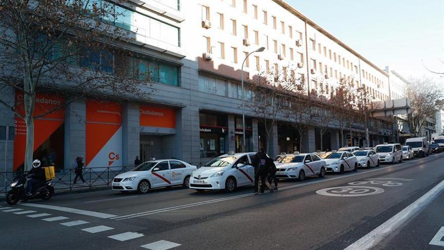El quinto día de huelga de los taxistas de Madrid avanza con calma en Ifema y atascos en el centro