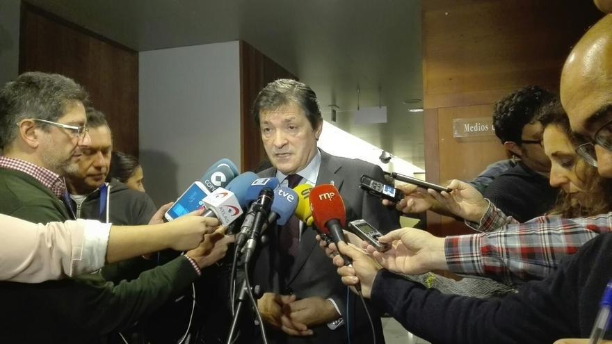 """Javier Fernández agradece a PP y Ciudadanos su """"cooperación y colaboración"""" para aprobar las cuentas"""