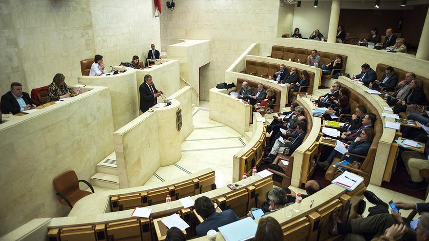 Sesión del pleno del Parlamento de Cantabria.