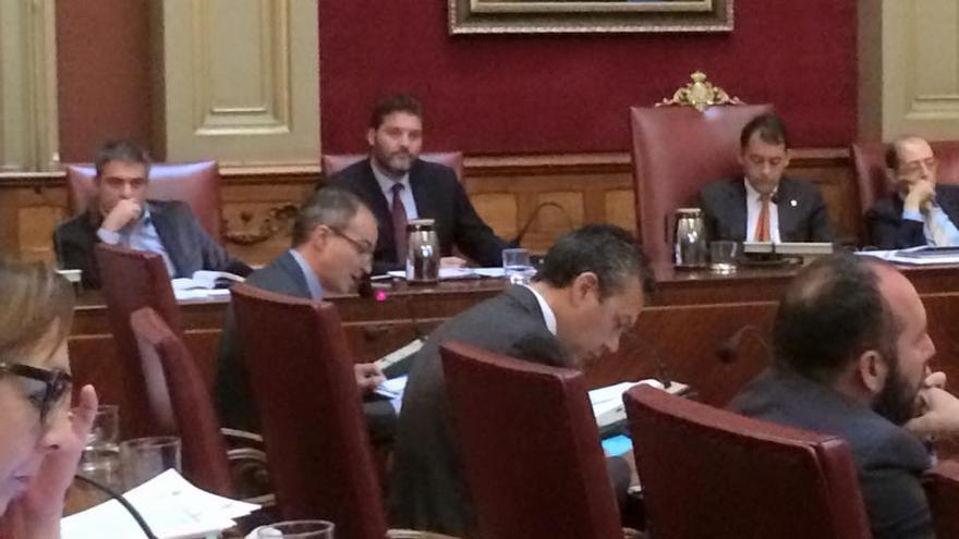 Un instante del pleno del Ayuntamiento de Santa Cruz.