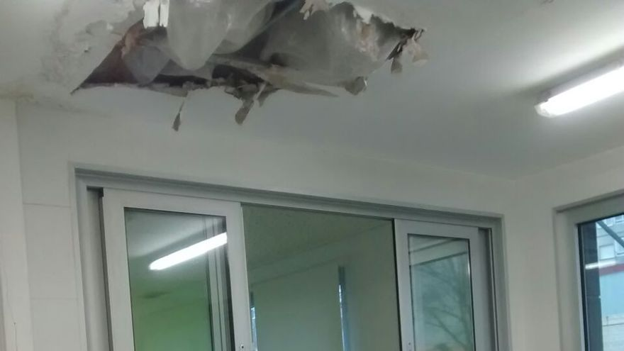 Parte del techo de la cocina y del comedor del Centro Infantil se ha derrumbado.