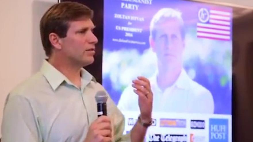 Zoltan Istvan en una presentación a la prensa de su campaña