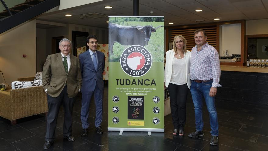 La Asociación de Criadores de Raza Tudanca estrena el logotipo '100% Raza Autónoma'